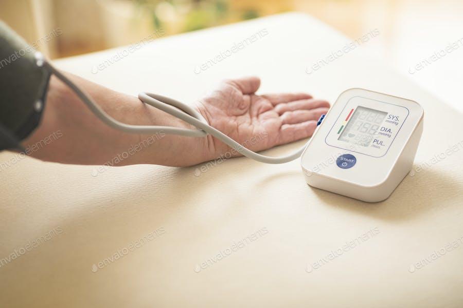 عکس دستگاه فشار خون