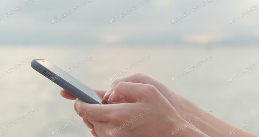 عکس چت کردن با گوشی همراه