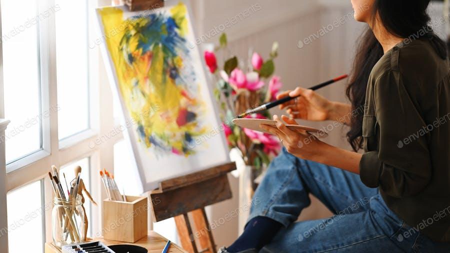 عکس نقاش و بوم نقاشی